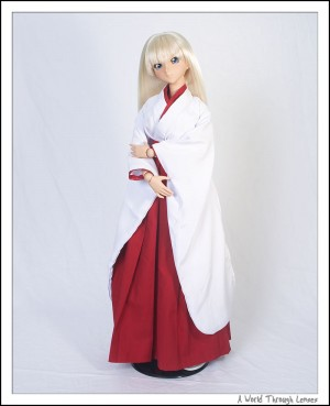 Kanu in miko dress